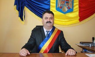 La Mihăești, primarul Constantin Bărzăgeanu lucrează intens la asfaltarea drumurilor comunale