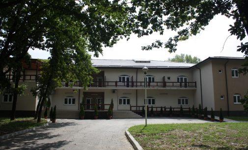 După şapte ani de la finalizare, Căminul de bătrâni din Ostroveni va fi dat în funcţiune