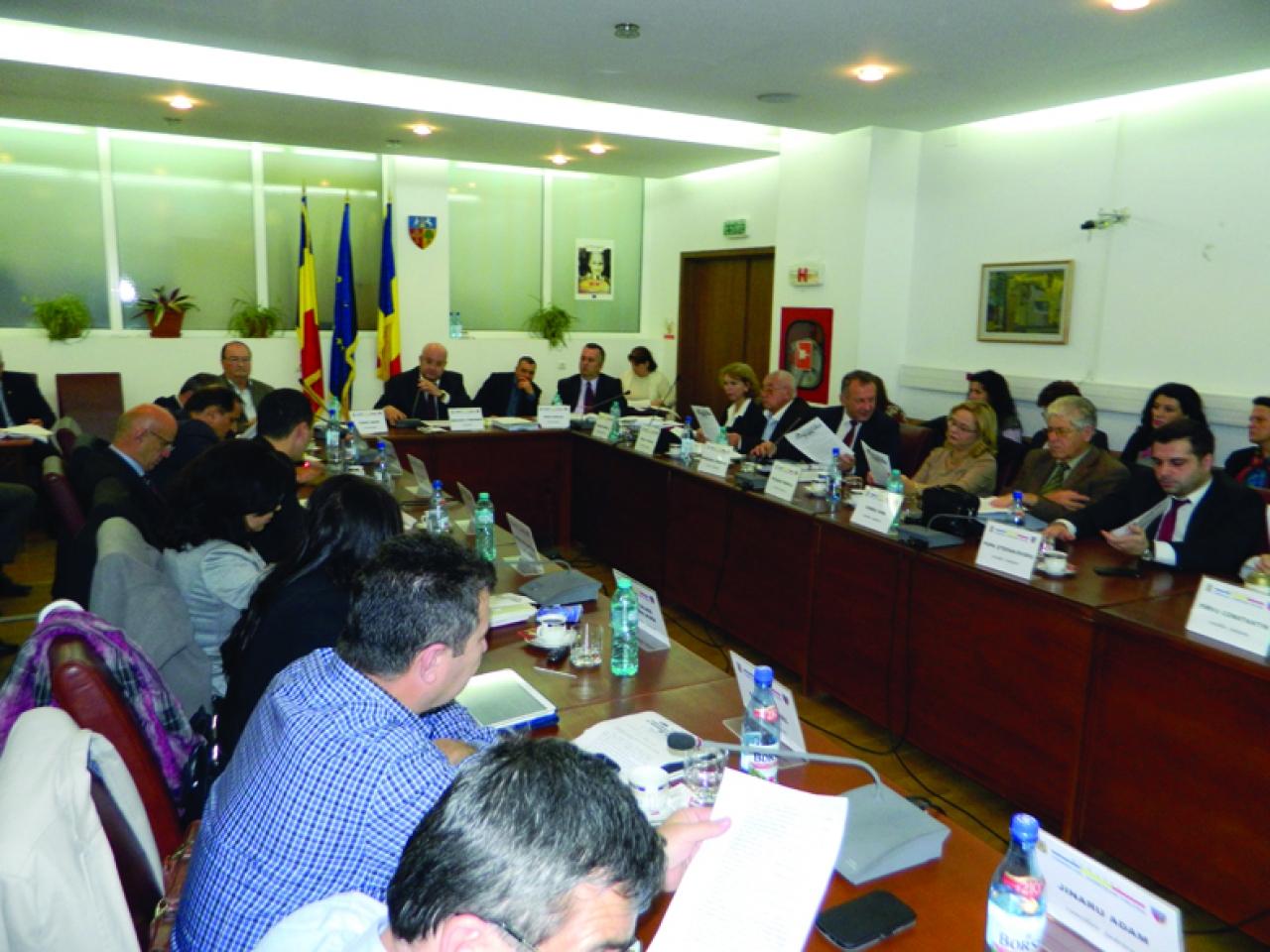 Majorare cu 1 milion de euro a valorii conductei de termoficare concesionată de Consiliul Judeţean Vâlcea