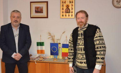 Irlandez pasionat de România, primit de prefect
