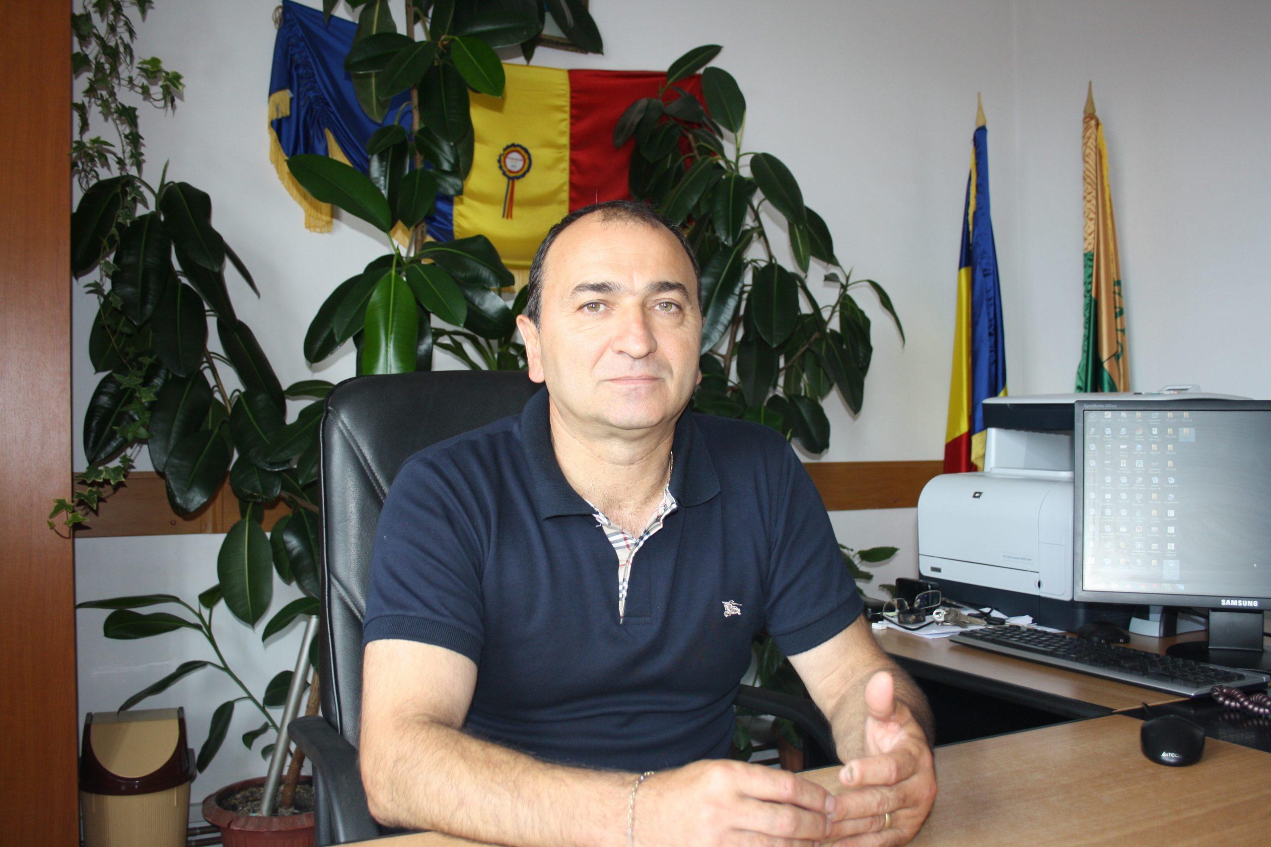 Primarul din Perişani va pune pe masa parlamentarilor un draft al Legii administraţiei