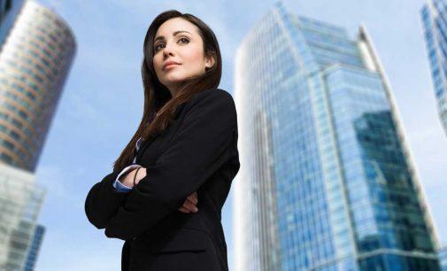 Tinuta business pentru femei: intre simplitate si eleganta