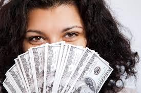 Femeia-investitor economiseşte mai mult decât bărbatul
