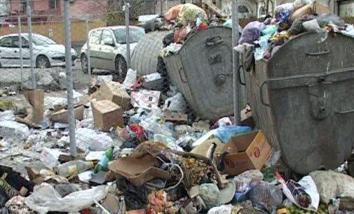 Peste un milion de saci pentru colectarea selectivă a deşeurilor, cumpăraţi de Primăria Râmnicului