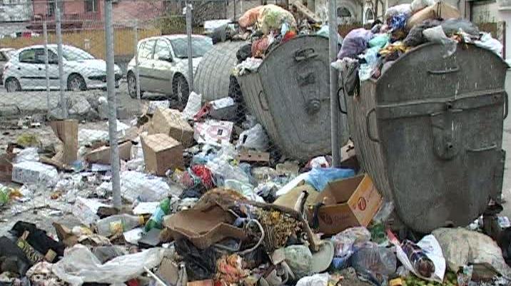 Comuna Oteşani, sufocată de deşeuri