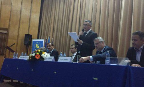 Liderul PNL, Cristian Buican îi cere preşedintelui CJ, Constantin Rădulescu să bată cu pumnul în masă la nivel naţional pentru ca Vâlcea să primească fonduri