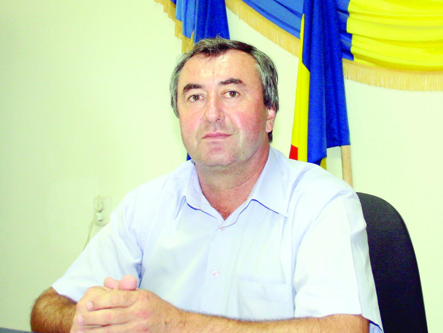 Primarul Constantin Aleca solicită ajutor în instanţă pentru desfiinţarea Căminului de bătrâni Bălceşti