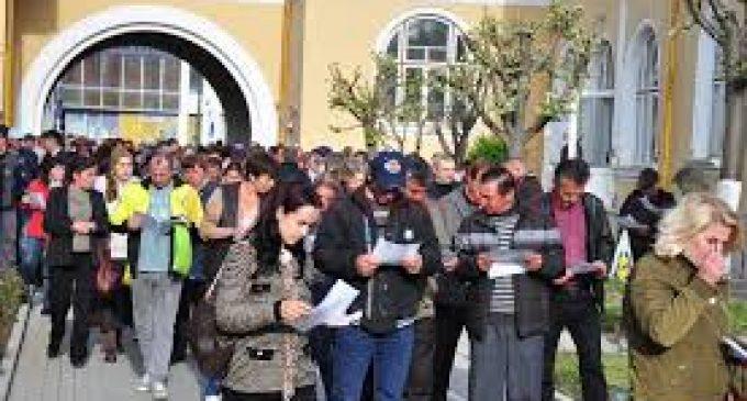 AJOFM Vâlcea a organizat o nouă bursă a locurilor de muncă pentru elevi şi studenţi