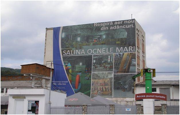 Salina Ocnele Mari este un obiectiv turistic consacrat al oraşului