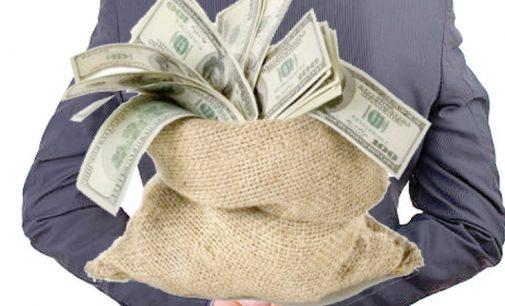 Povara salariilor mărite, aruncată în spinarea administraţiilor locale