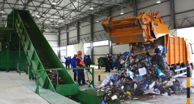 S-au finalizat staţiile de sortare a deşeurilor de la Brezoi şi Râureni