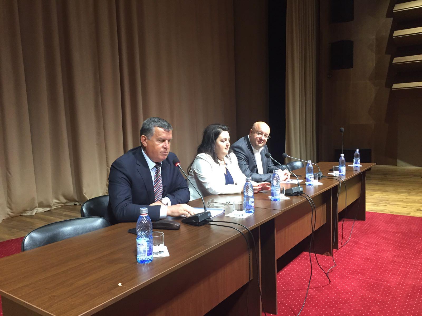 Primarul Râmnicului vrea desfiinţarea Liceului Oltchim