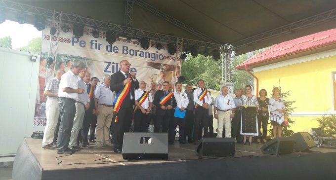 """Comuna Stoeneşti, la ceas de sărbătoare. """"Pe fir de borangic"""" a marcat cea de-a treia ediţie"""