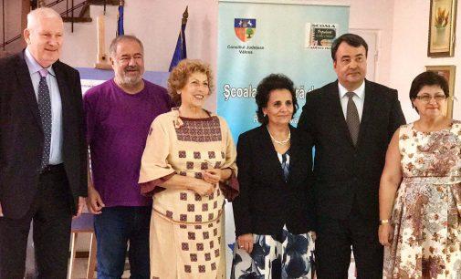 Prof. Dr. Ştefănescu şi dr. chimist Elena David, premiaţi de prefectul Florian Marin pentru obţinerea marelui premiu în cercetare de la Barcelona