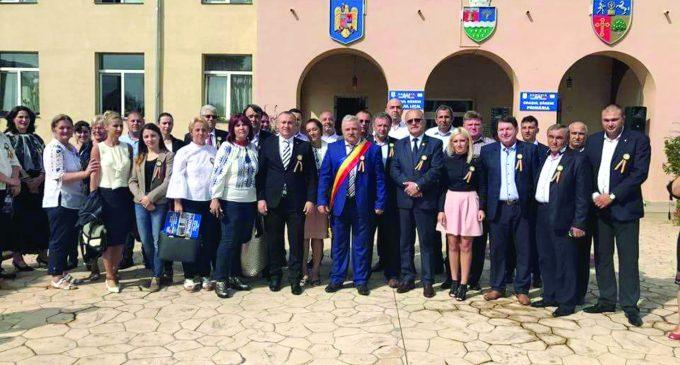"""Artă, tradiţie şi cântec popular la Festivalul păstoresc """"La Izvorul Dorului"""", de la Băbeni"""