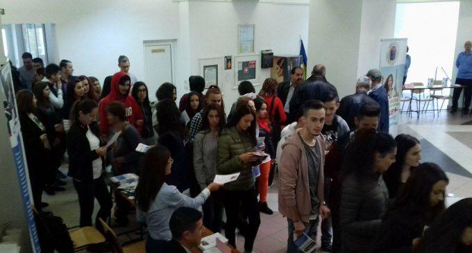 AJOFM Vâlcea organizează Bursa locurilor de muncă pentru absolvenți
