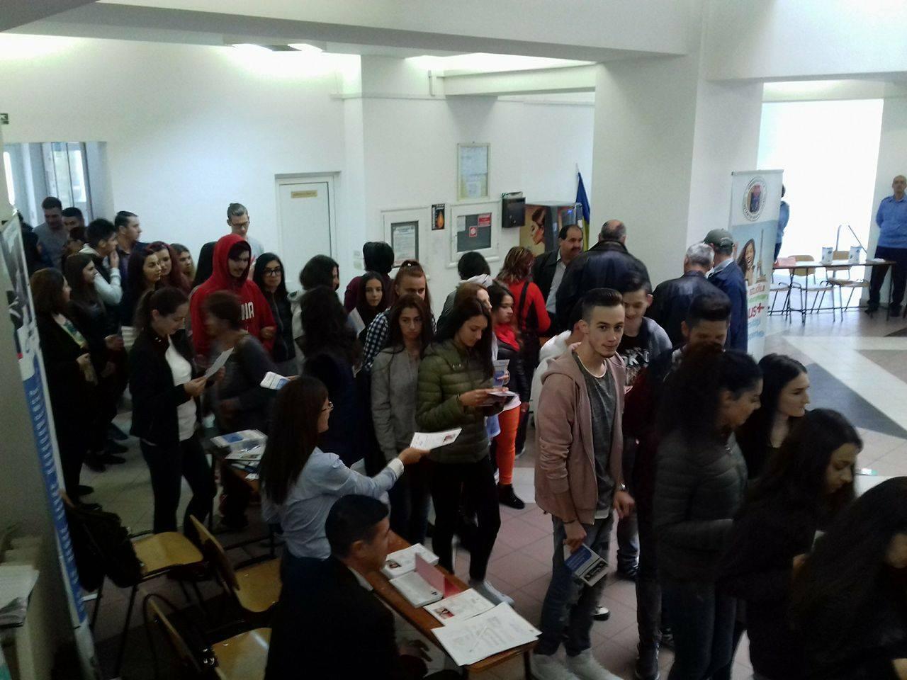 AJOFM Vâlcea organizează bursa locurilor de muncă pe 20 aprilie