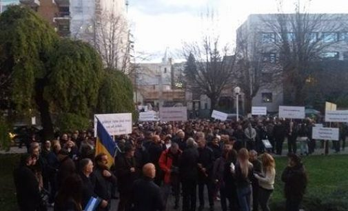 Liberalii, în stradă! Sute de vâlceni protestează împotriva Guvernului!