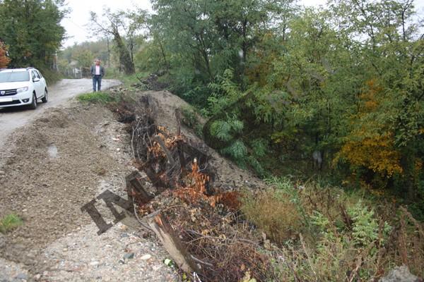 La Milcoiu, pământul înghite casele