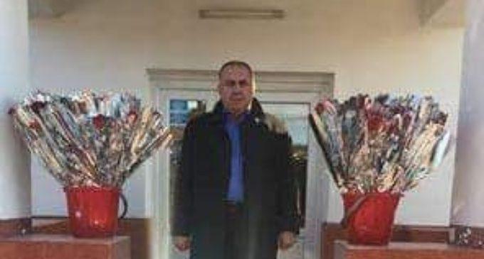 De 8 Martie, primarul Gheorghe Dumbravă a oferit flori doamnelor şi domnişoarelor din Stoenești