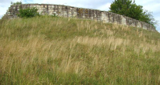 Cetatea de la Dăbâca, fosta reşedinţă a comitatului