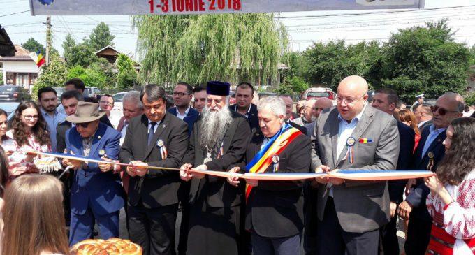 """De 48 de ani,  Târgul ceramicii româneşti """"Cocoşul de Hurez"""" păstrează vie arta olăritului"""