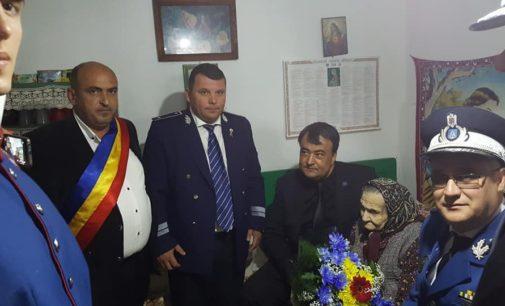 O viață cât un centenar! Două femei din Mădulari și Păușesti-Măglași, premiate pentru venerabila vârstă de 100 de ani