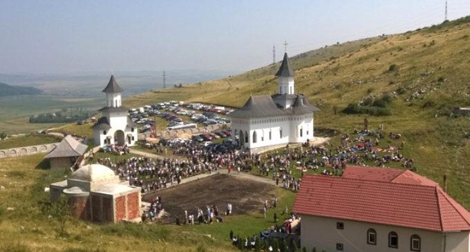 """Mănăstirea """"Schimbarea la Faţă"""", un loc istoric din Cheile Turzii"""