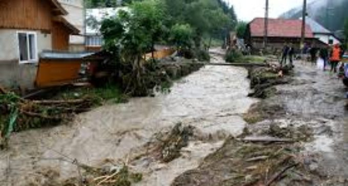 Județul Vâlcea, sub cod roșu de inundații. Gospodării inundate în 12 localități vâlcene