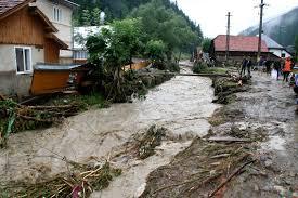 Primarii aşteaptă fonduri pe calamităţi. Infrastructura rutieră din judeţ, la pământ