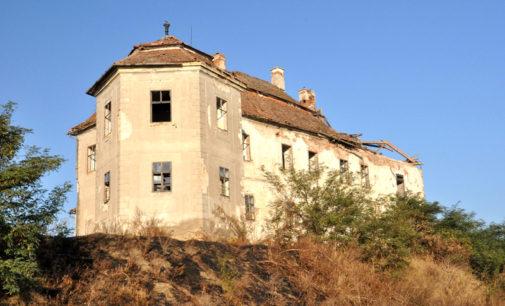 Vizitaţi Castelul Kemeny-Bánffy din Luncani
