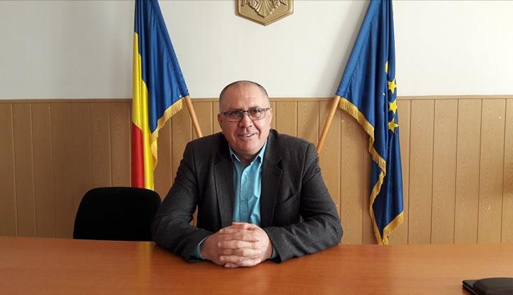 """Gheorghe Dumbravă: """"Împreună cu colegii din primărie ne-am donat o parte din salarii pentru achiziţionarea tabletelor necesare copiilor"""""""