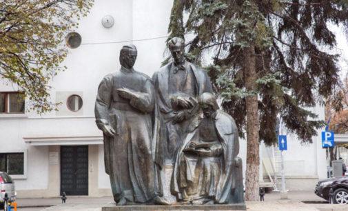 Întemeietorii Şcolii Ardelene au un grup statuar la Cluj