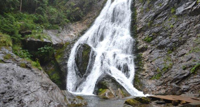 Cascada Vălul Miresei, una dintre cele mai frumoase din România