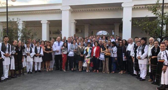 Râmnicu-Vâlcea, capitala diplomaţiei româneşti. Oaspeţii, întâmpinaţi cu pâine şi sare la teatrul Anton Pann