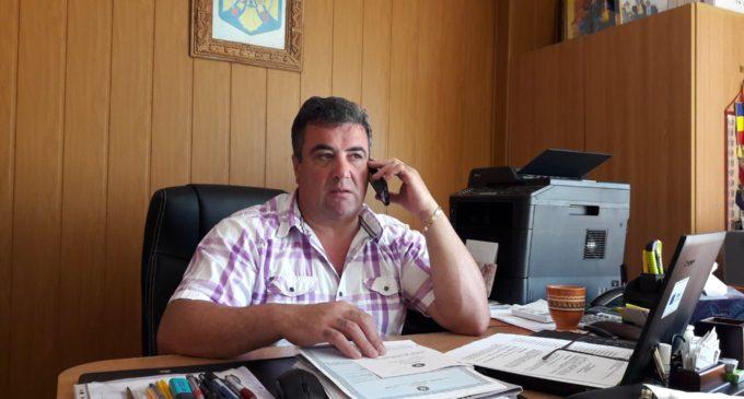 Primarul din Lungeşti a declarat război leneşilor din localitate