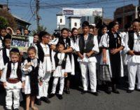 """Pe 1 şi 2 septembrie, oraşul Băbeni a fost capitala portului popular şi a tradiţiilor strămoşeşti: Festivalul """"La Izvorul Dorului"""" a ajuns la cea de-a 47-a ediţie"""