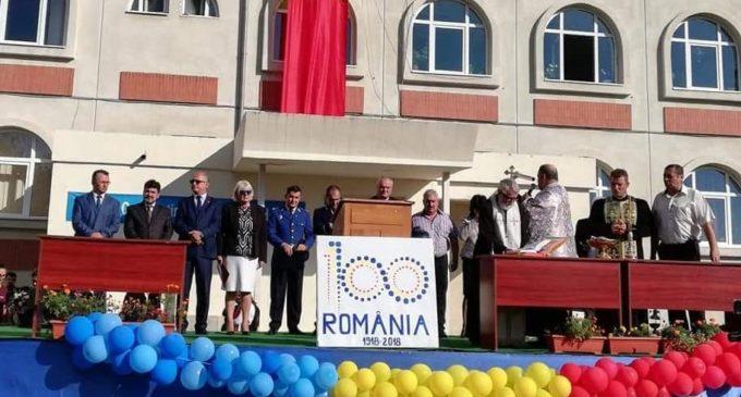Vasile Cocoș le-a promis elevilor din Horezu o nouă vizită la Parlamentul României