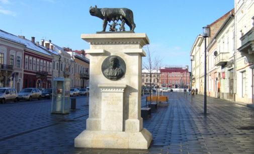 """Statuia Lupa Capitolina, o copie fidelă a """"Lupoaicei"""" din Roma"""