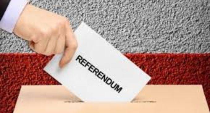 EDITORIAL: Opoziţia şi puterea, lăsate în poponeţul gol prin referendum