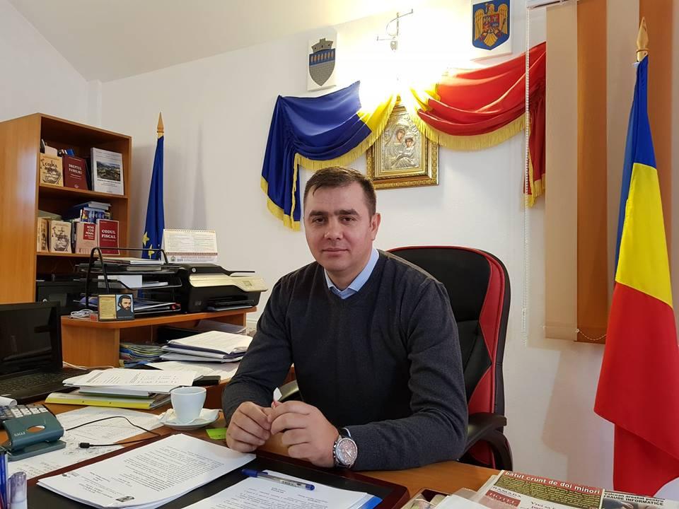 La Berislăveşti se lucrează intens la modernizarea drumurilor comunale