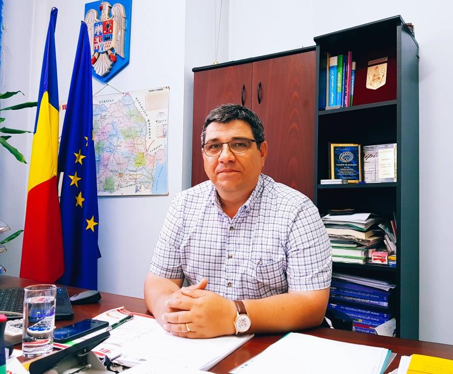 Investiţiile din comuna Voineasa aşteaptă adoptarea bugetului de sat