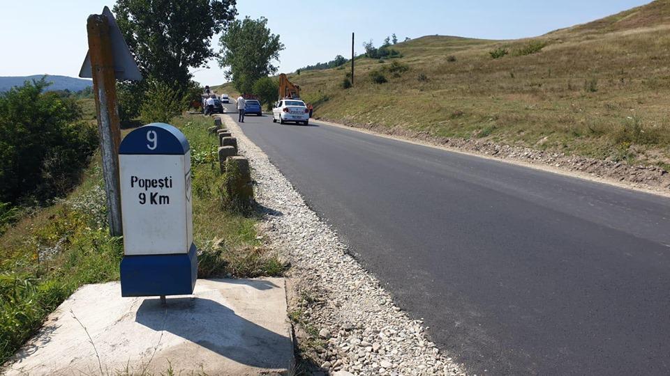 Punct final al lucrărilor pe DJ 677 F Șirineasa-Popești. Vâlcenii beneficiază de 11 kilometri de drum asfaltat