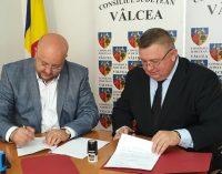 """S-a semnat acordul de parteneriat între Consiliul Județean Vâlcea și Primăria Vlădești pentru implementarea proiectului """"Complex de Servicii Balneare"""" Vlădești"""