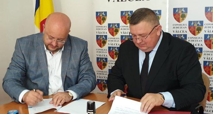 """S-a semnat Acordul de Parteneriat între Consiliul Județean Vâlcea și Primaria Vlădești pentru implementarea proiectului """"Complex Servicii Balneare"""" Vlădești"""