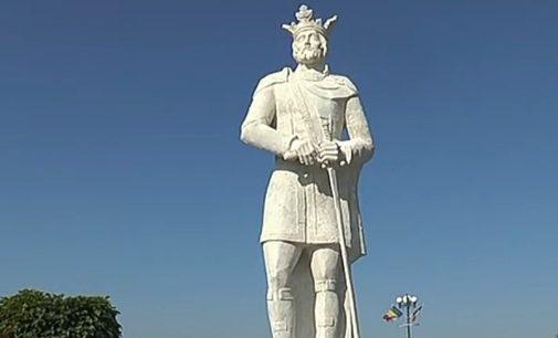 Cea mai înaltă statuie din județ, ridicată la Orleşti