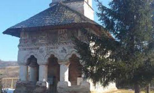 La Roşiile,  a fost refăcut acoperişul Mănăstirii Pleşeşti