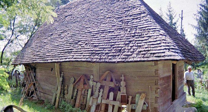 S.O.S. Bisericile de lemn din Vâlcea: mai multe monumente istorice, în pericol de dispariţie
