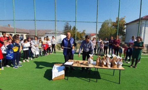 La Lăpuşata, părinţii şi cadrele didactice încurajează competiţiile sportive