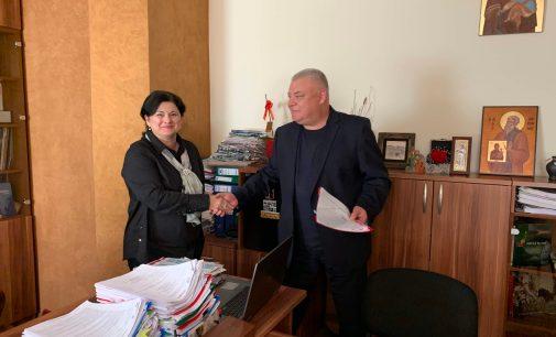 La Brezoi, a fost semnat contractul pentru autobuze electrice